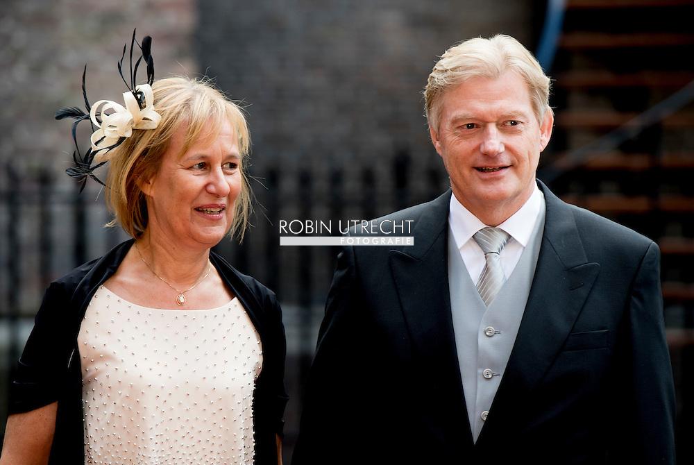 DEN HAAG - Van Rhijn  arriveert samen met zijn echtgenote bij de Ridderzaal op Prinsjesdag.