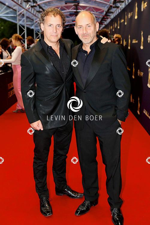 UTRECHT - In de Stadsschouwburg van Utrecht zijn de Gouden Kalveren 2013 uitgereikt. Met hier op de foto  Robin de Levita (R) en Alain de Levita. FOTO LEVIN DEN BOER - PERSFOTO.NU
