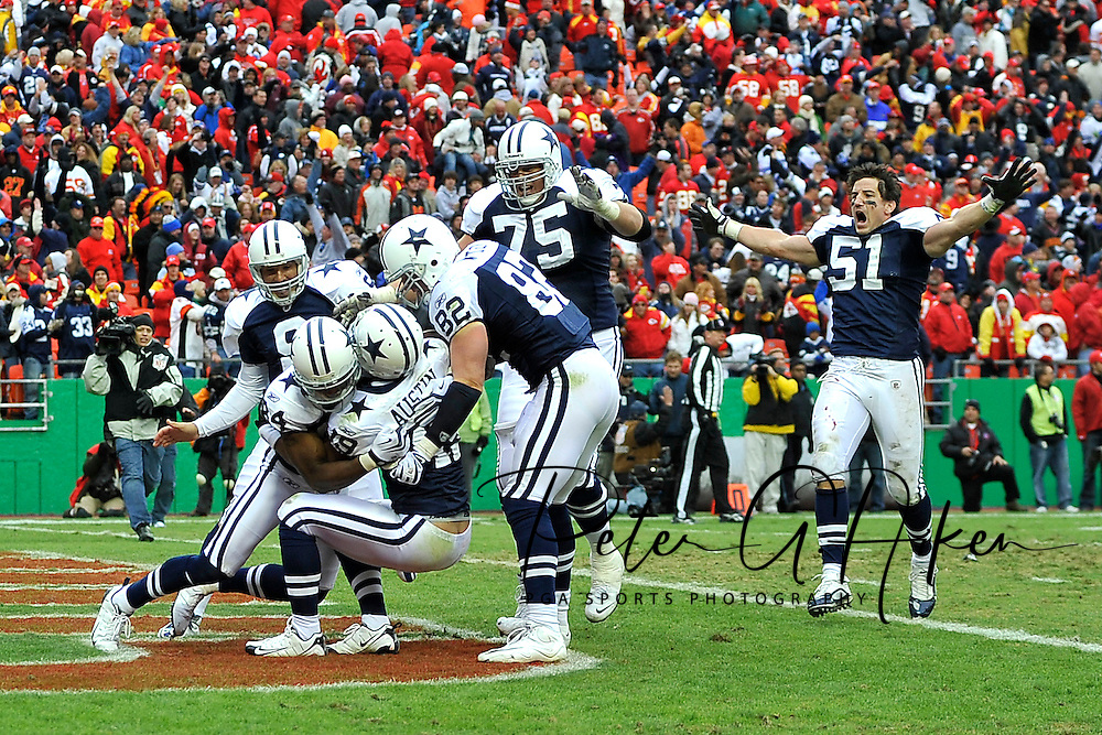 October 11, 2009:   The Dallas Cowboys celebrate after wide receiver Miles Austin #19 scored a 60-yard touchdown in overtime to beat the Kansas City Chiefs 26-20 at Arrowhead Stadium in Kansas City, Missouri.  ..