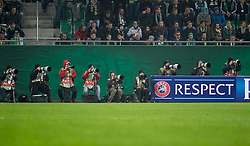 20.10.2016, Weststadion, Wien, AUT, UEFA EL, SK Rapid Wien vs US Sassuolo Calcio, Gruppe F, im Bild Fotografen bei der Arbeit // during a UEFA Europa League, group F game between SK Rapid Wien and US Sassuolo Calcio at the Weststadion, Vienna, Austria on 2016/10/20. EXPA Pictures © 2016, PhotoCredit: EXPA/ Sebastian Pucher
