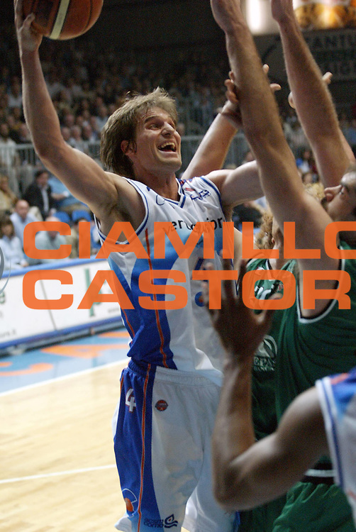 DESCRIZIONE : Cantu Lega A1 2005-06 Vertical Vision Cantu Montepaschi Siena<br /> GIOCATORE : Jurak<br /> SQUADRA : Vertical Vision Cantu<br /> EVENTO : Campionato Lega A1 2005-2006 <br /> GARA : Vertical Vision Cantu Montepaschi Siena<br /> DATA : 02/04/2006 <br /> CATEGORIA : Tiro <br /> SPORT : Pallacanestro <br /> AUTORE : Agenzia Ciamillo-Castoria/G.Cottini <br /> Galleria : Lega Basket A1 2005-2006<br /> Fotonotizia : Cantu Campionato Italiano Lega A1 2005-2006 Vertical Vision Cantu Montepaschi Siena<br /> Predefinita :