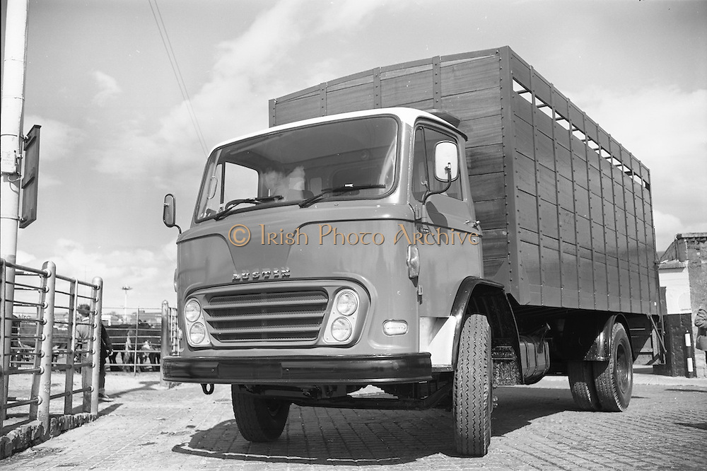 18/05/1966<br /> 05/18/1966<br /> 18 May 1966<br /> Austin Trucks special.Austin cattle truck at The Dublin Cattle Market, Prussia Street, Dublin.