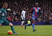 Yannick Bolasie watches Simon Mingolet during the Barclays Premier League match between Crystal Palace and Liverpool at Selhurst Park, London, England on 6 March 2016. Photo by Michael Hulf.