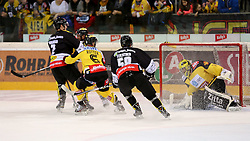 30.01.2015, Albert Schultz Eishalle, Wien, AUT, EBEL, UPC Vienna Capitals vs Dornbirner Eishockey Club, 43. Runde, im Bild Olivier Magnan Grenier (Dornbirner Eishockey Club) , Rafael Rotter (UPC Vienna Capitals) , Alexander Feichtner (Dornbirner Eishockey Club) und Matt Zaba (UPC Vienna Capitals) // during the Erste Bank Icehockey League 43th round match between UPC Vienna Capitals and Dornbirner Eishockey Club at the Albert Schultz Ice Arena in Vienna, Austria on 2015/01/30. EXPA Pictures © 2015, PhotoCredit: EXPA/ Alexander Forst