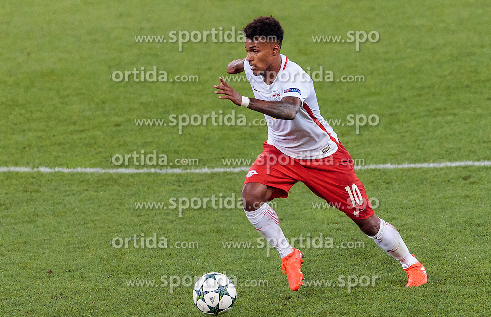 24.08.2016, Red Bull Arena, Salzburg, AUT, UEFA CL, FC Red Bull Salzburg vs Dinamo Zagreb, Play off, Rueckspiel, im Bild Valentino Lazaro (FC Red Bull Salzburg) // during the UEFA Championsleague Play off 2nd Leg Match between FC Red Bull Salzburg and Dinamo Zagreb at the Red Bull Arena in Salzburg, Austria on 2016/08/24. EXPA Pictures © 2016, PhotoCredit: EXPA/ JFK