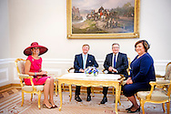 24-6-2014 WARSCHAU - King Willem-Alexander and Queen Maxima arrival at the presidential palace with president Bronisław Komorowski  and his wife Anna Komorowska during their 2 days state visit  to Poland . COPYRIGHT ROBIN UTRECHT