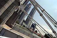 Singapore il Cavenagh  Bridge uno dei vecchi ponti che attraversa il Singapore River