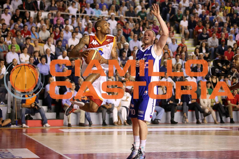 DESCRIZIONE : Roma Lega A 2012-2013 Acea Roma Lenovo Cantu playoff semifinale gara 7<br /> GIOCATORE : Phil Goss<br /> CATEGORIA : passaggio penetrazione<br /> SQUADRA : Acea Roma<br /> EVENTO : Campionato Lega A 2012-2013 playoff semifinale gara 7<br /> GARA : Acea Roma Lenovo Cantu<br /> DATA : 06/06/2013<br /> SPORT : Pallacanestro <br /> AUTORE : Agenzia Ciamillo-Castoria/ElioCastoria<br /> Galleria : Lega Basket A 2012-2013  <br /> Fotonotizia : Roma Lega A 2012-2013 Acea Roma Lenovo Cantu playoff semifinale gara 7<br /> Predefinita