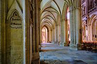 France, Manche (50), Coutances, cathédrale gothique Notre-Dame de Coutances du XIIIe siècle, déambulatoire // France, Normandy, Manche department, Coutances, Notre-Dame of Coutances cathedral from 13 century