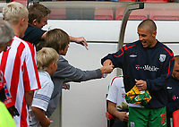 Photo: Andrew Unwin.<br /> Sunderland v West Bromwich Albion. Coca Cola Championship. 28/08/2006.<br /> West Bromwich's Kevin Phillips (R) signs autographs for the Sunderland fans.