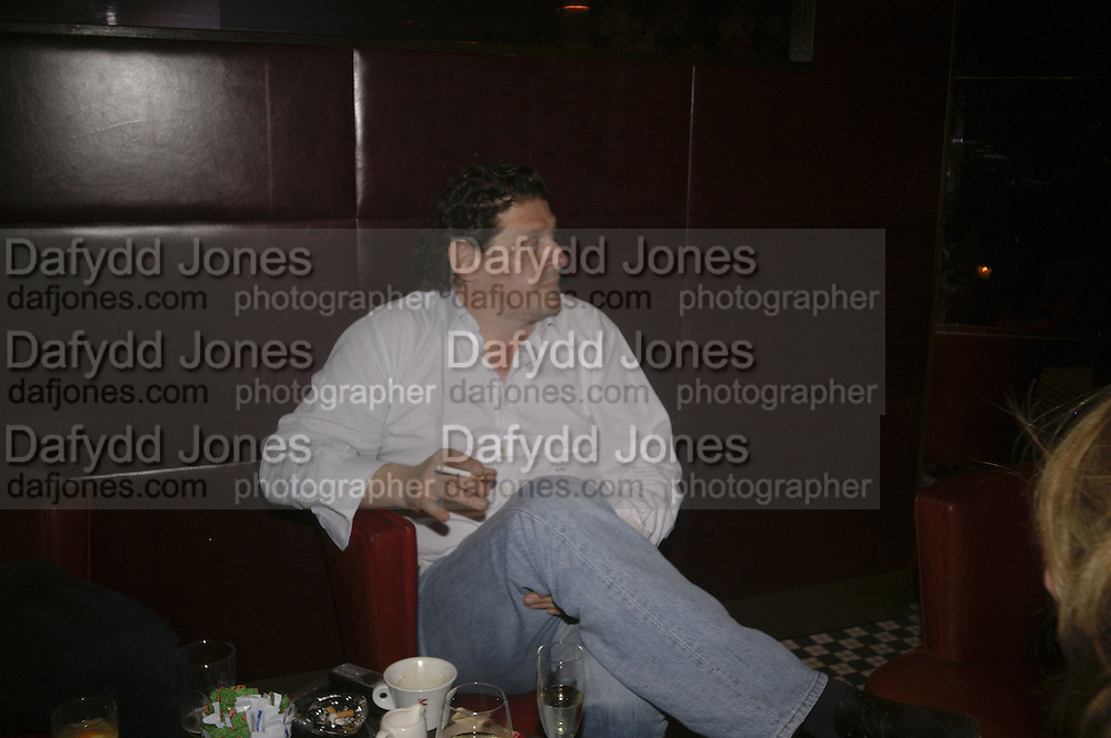 Marco Pierre White, publication party for Bill Buford and his memoir HEAT. Hosted by Marco Pierre White at 'Frankie's. Knightsbridge. 10 July 2006. ONE TIME USE ONLY - DO NOT ARCHIVE  © Copyright Photograph by Dafydd Jones 66 Stockwell Park Rd. London SW9 0DA Tel 020 7733 0108 www.dafjones.com