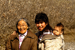 AK:  Alaska; Gates of the Arctic National Park, Anaktuvuk Pass, Eskimo Jenny Wells family, model released        .Photos by Lee Foster, lee@fostertravel.com, www.fostertravel.com, (510) 549-2202.Image: akgate402