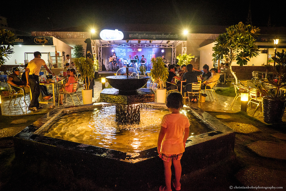 The Let's Plus Café, offers along with live music and simple, but delicious food, a waterspout fountain, which brings mostly the children of Phnom Penhs' vistors a lot of pleasure.