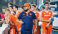 RAIPUR (India) .  Spanning in de Nederlandse dug out met coach Max Caldas (Ned)   tijdens de wedstrijd om de derde plaats  tussen  de mannen van Nederland en India (5-5)   in de finaleronde van het  Hockey World League .  India wint na shoot-outs .  rechts Hidde Turkstra (Ned)  ANP KOEN SUYK