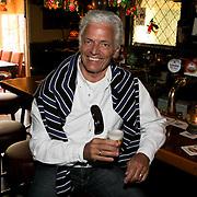 NLD/Loosdrecht/20080521 - CD presentatie helemaal Hollands Carlo & Leo, Ben Cramer aan de bar