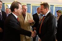 15 JUL 2004, BERLIN/GERMANY:<br /> Franz Muentefering (L), SPD Parteivorsitzender, und Frank Bsirske (R), ver.di Vorsitzender, begruessen sich vor einem Festakt zum 100. Geburtstag von Karl Richter, langjähriges aktives Mitglied von Partei und Gewerkschaft, Rathaus Reinickendorf<br /> IMAGE: 20040715-01-004<br /> KEYWORDS: Franz Müntefering, Feier, Handshake