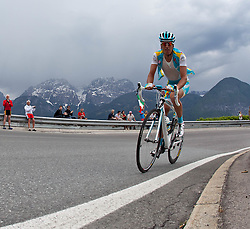 20.05.2011, Großglockner Hochalpenstrasse, AUT, Giro d´ Italia 2011, 13. Etappe, Spilimbergo - Großglockner, im Bild das Spitzenfeld beim Anstieg auf den Iselsberg, der Ausreiser Stefano Pirazzi (ITA) Colnago CSF Inox // the leaders in the rise of the Iselsberg, the outlier Stefano Pirazzi (ITA) Colnago CSF Inox the leaders in the rise of the Iselsberg during the Giro d´ Italia 2011, Stage 13, Spilimbergo - Großglockner, Austria, 2011-05-07, EXPA Pictures © 2011, PhotoCredit: EXPA/ J. Feichter