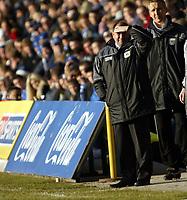 Photo: Chris Ratcliffe.<br />Gillingham v Bristol City. Coca Cola League 1. 26/12/2005.<br />Gary Johnson watches in the sun.