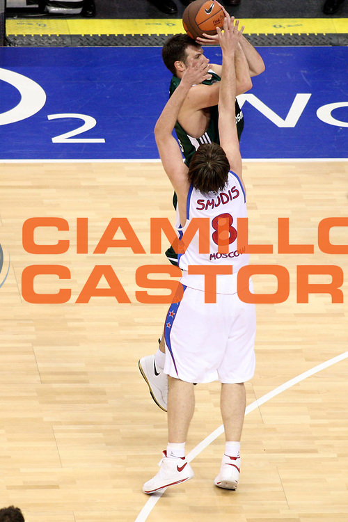 DESCRIZIONE : Berlino Eurolega 2008-09 Final Four Finale Panathinaikos Atene CSKA Mosca <br /> GIOCATORE : Antonis Fotsis<br /> SQUADRA : Panathinaikos Atene<br /> EVENTO : Eurolega 2008-2009 <br /> GARA : Panathinaikos Atene CSKA Mosca <br /> DATA : 03/05/2009 <br /> CATEGORIA : tiro three points<br /> SPORT : Pallacanestro <br /> AUTORE : Agenzia Ciamillo-Castoria/G.Ciamillo