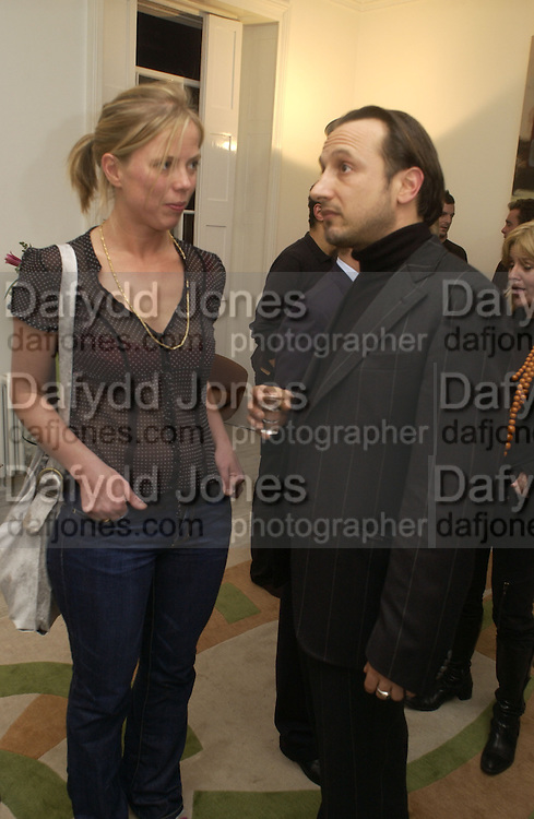 Flora Fairbairn and Joe La Placa, Mollie Dent-Brocklehurst, Joe La Placa and Henk Pijnenburg host an evening salon featuring the paintings of Aaron van Erp. Conway St. London. 9 December 2005. Decembe 8  2005.ONE TIME USE ONLY - DO NOT ARCHIVE  © Copyright Photograph by Dafydd Jones 66 Stockwell Park Rd. London SW9 0DA Tel 020 7733 0108 www.dafjones.com