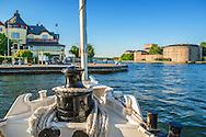 Waxholmsbåten ångbåten Norrskär angör Vaxholms brygga i Roslagen i Stockholms skärgård