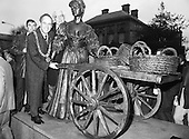 "1988 - ""Molly Malone"" Statue Unveiled.     (R93)."