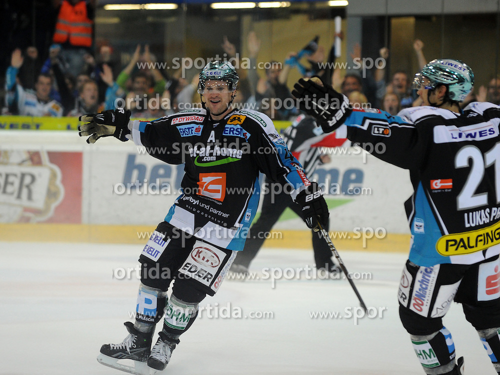 30.09.2011, Keine Sorgen Eisarena, Linz, AUT, EBEL, EHC Liwest Black Wings Linz vs EC KAC, im Bild Curtis Murphy scores the gamewinner in overtime (Liwest Black Wings Linz,#41), // during the Erste Bank Icehockey League, Keine Sorgen Eisarena, Linz, Austria, 2011-09-30, EXPA Pictures © 2011, PhotoCredit: EXPA/ Reinhard Eisenbauer