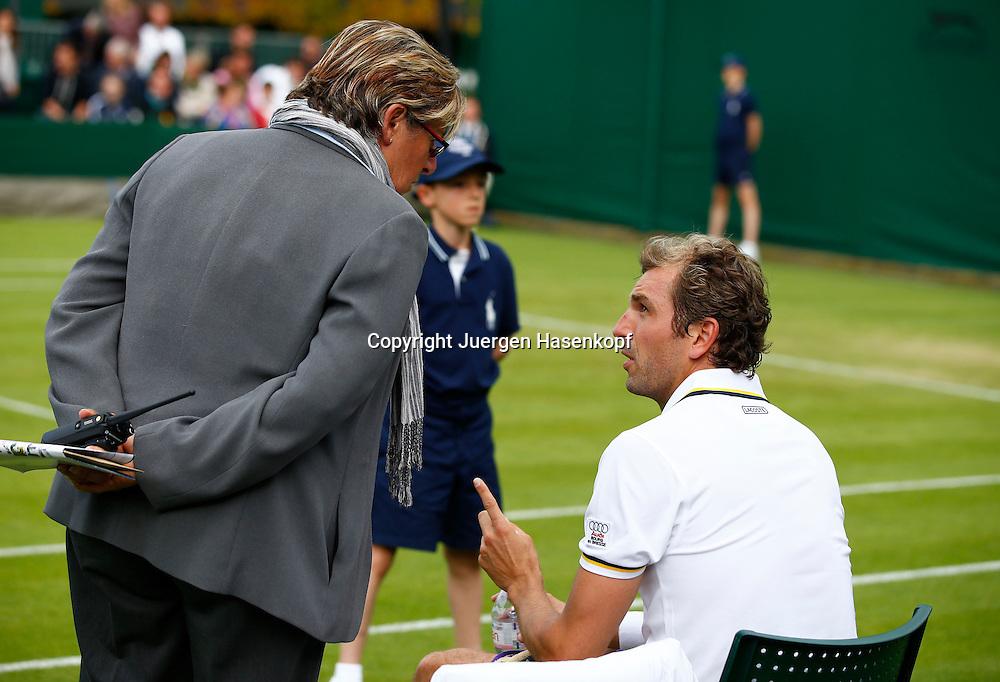 Wimbledon Championships 2013, AELTC,London,<br /> ITF Grand Slam Tennis Tournament, Julien Benneteau (FRA) spricht mit Pam Whytcross (WTA Tour supervisor) waehrend der Spielpause,<br /> Halbkoerper,Querformat,