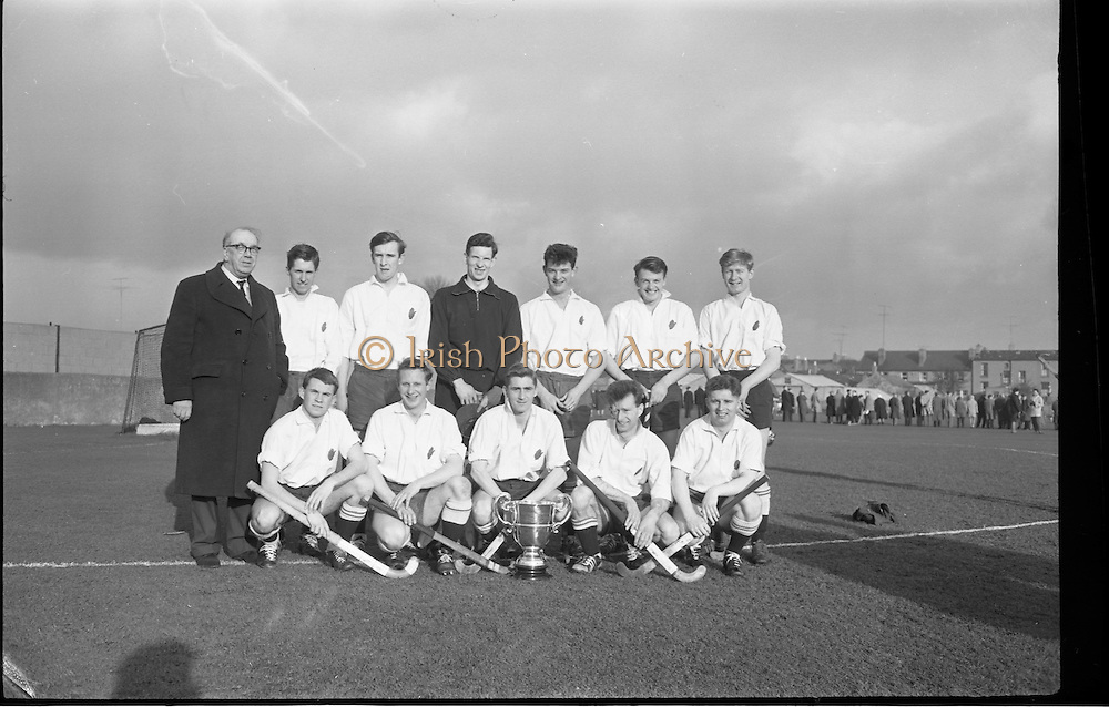 01/02/1964<br /> 02/01/1964<br /> 01 February 1964<br /> Interprovincial Mens Hockey, Ulster v Munster at Londonbridge Road, Sandymount, Dublin. The Ulster team with the trophy they won.