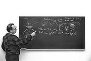 Nederland, 1984Serie mbt geestelijk leven in Nederland. Reportage in klooster Norbertijnen in Heeswijk Dinter, de Koningshoeve Berkel Enschot , witte paters in Nijmegen . Pastoor parochie in de nijmeegse wijk Brakkenstein geeft voordracht over medemenselijkheid .Foto: Flip Franssen