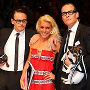 NLD/Amsterdam/20070725 - Modeshow Judith Osborn tijdens de Amsterdam Fashionweek 2007, Jort Kelder (rechts) en collega verkleed als Victor en Rolf samen met Judith