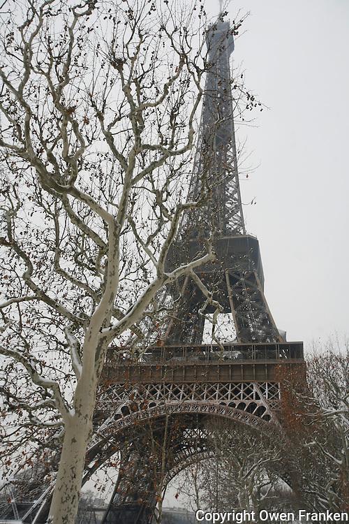Paris in the snow, December 17, 2009<br /> <br /> Photograph by Owen Franken
