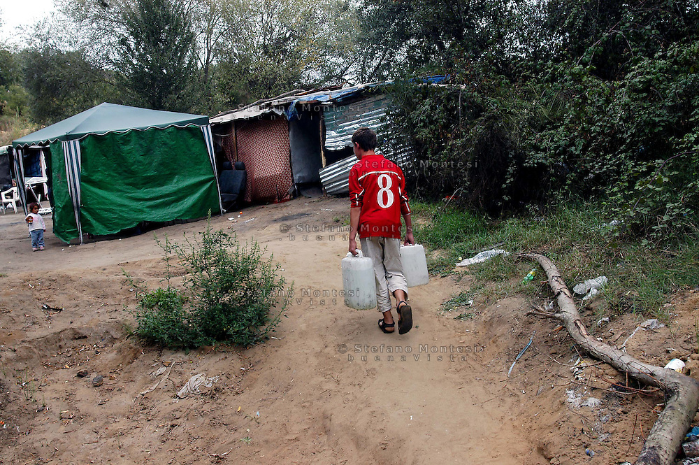 Roma April  2007. Rom's camp  of via Aldobrandeschi  inhabited by  Romanian Romani..