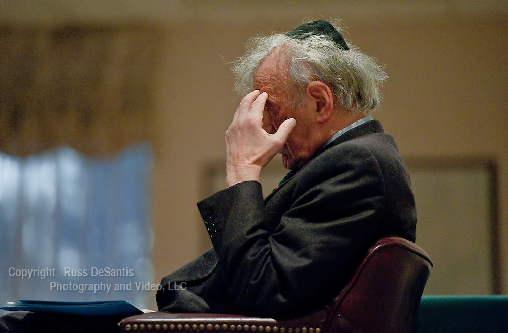 Nobel Peace Prize winner Elie Wiesel is pictured at Congregation Torat El in Ocean, as he awaits his introduction. Wiesel was the guest speaker. // Russ DeSantis/For NJJN - 9/18/11