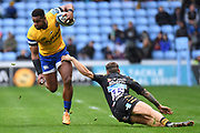 Bath wing Aled Brew breaks the tackle of Wasps fullback Matteo Minozzi(15) during the Gallagher Premiership Rugby match between Wasps and Bath Rugby at the Ricoh Arena, Coventry, England on 2 November 2019.