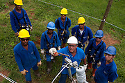 Conselheiro Lafaiete_MG, Brasil...Operarios trabalhando na eletrificacao rural no Programa Luz para todos em Conselheiro Lafaiete. Na foto capacitacao de operarios...Workers working in the rural electrification, for Luz para Todos program, in Conselheiro Lafaiete. In this photo, wokers training...FOTO: LEO DRUMOND / NITRO