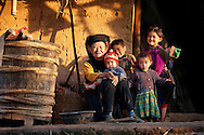 Vietnam Images-family-ethnic minority hoàng thế nhiệm hoàng thế nhiệm