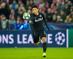 SALZBURG, AUSTRIA - Tuesday, December 10, 2019: FC Salzburg's Hee-Chan Hwang during the final UEFA Champions League Group E match between FC Salzburg and Liverpool FC at the Red Bull Arena. (Pic by David Rawcliffe/Propaganda)