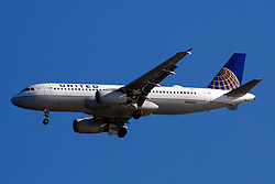 Airbus A320-232 (N406UA) operated by United Airlines on approach to San Francisco International Airport (SFO), San Francisco, California, United States of America