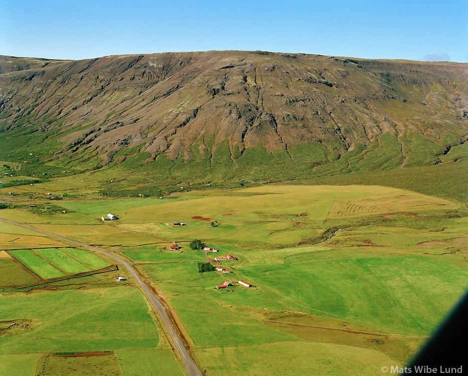 Hjálmsstaðir séð til vesturs, Snorrastaðir í bakgrunni. Bláskógabyggð áður Laugardalshreppur. / Hjalmsstadir viewing west. Snorrastadir in background. Blaskogabyggd former Laugardalshreppur.