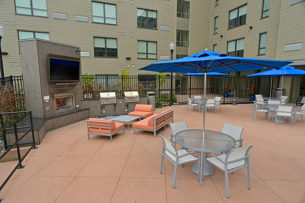 Outdoor patio at the 401 Lofts apartments.