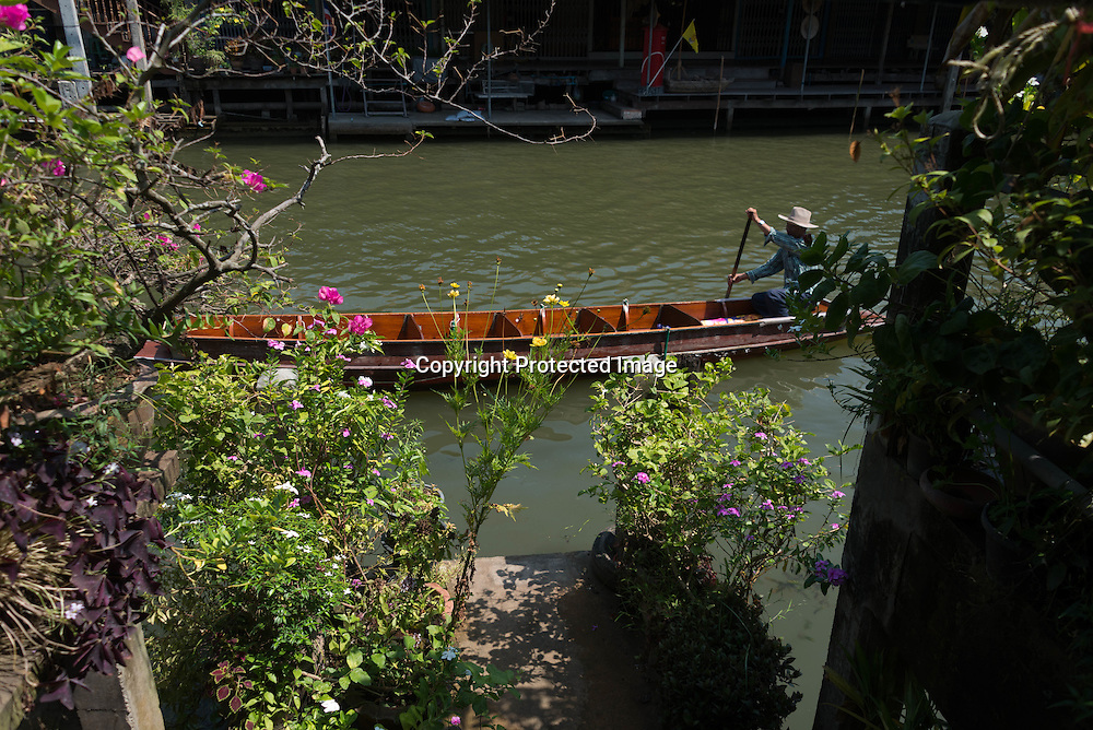 Thailand. Damnoen Saduak Floating . canals, Klongs. Village on the water/ Village lacustre