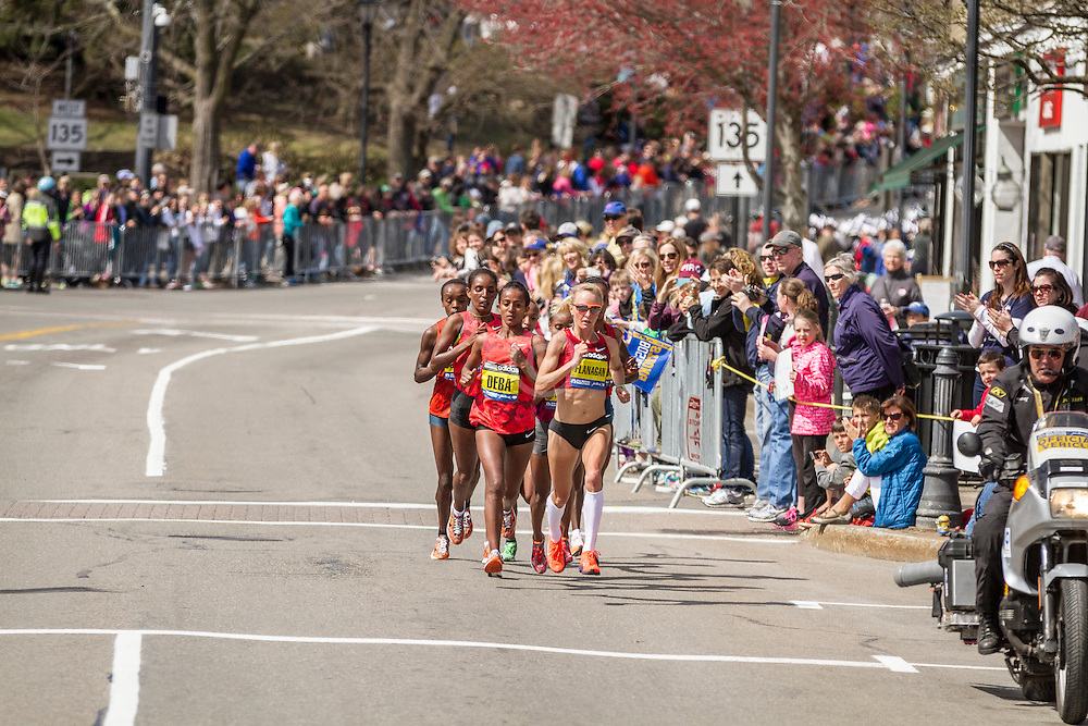 2014 Boston Marathon: Shalane Flanagan leads pack near mid point of race