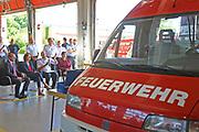 Ludwigshafen. 13.07.17 | Malu Dreyer bei der Feuerwehr<br /> Die rheinland-pfälzische Ministerpräsidentin Malu Dreyer besucht am Donnerstag, 13. Juli 2017, die Ludwigshafener Berufsfeuerwehr. Bei einem Rundgang informiert sich Dreyer über die Arbeit der Feuerwehrleute. Kämmerer und Ordnungsdezernent Dieter Feid sowie Jan Deubel, stellvertretender Leiter der Berufsfeuerwehr, empfangen <br /> die Ministerpräsidentin.<br /> Bei dem Besuch sind unter anderem Mitglieder der Freiwilligen Feuerwehr und der BASF-Werkfeuerwehr zugegen.<br /> <br /> <br /> BILD- ID 0036 |<br /> Bild: Markus Prosswitz 13JUL17 / masterpress (Bild ist honorarpflichtig - No Model Release!)