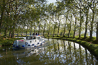 France, Languedoc-Roussillon, Herault (34), Capestang, le Canal du Midi // France, Languedoc-Roussillon, Herault depatment, Canal du Midi near Capestang
