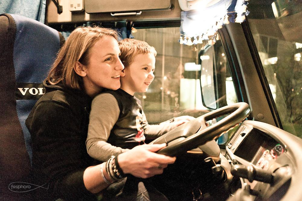 Verona - Juska (28), camionista per passione e giovane mamma, gioca con il suo bimbo.