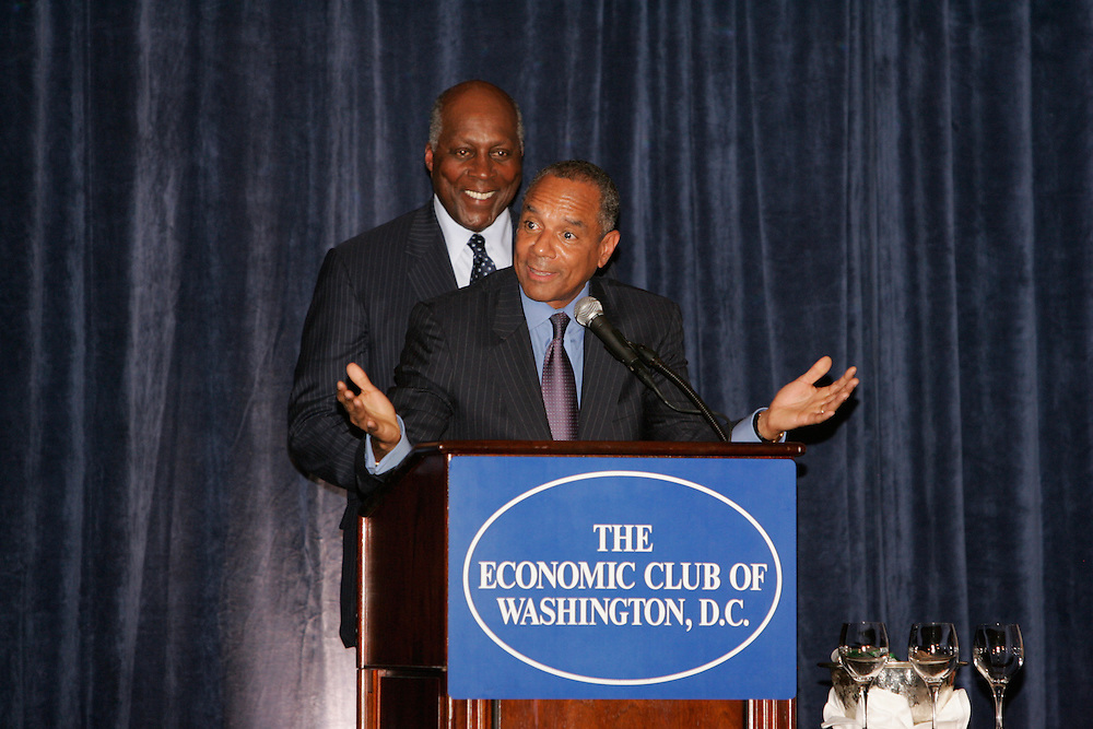 American Express, Chairman and CEO Kenneth I. Chenault spoke to the Economic Club of Washington Kenneth I. Chanault, Chairman and CEO of American Express addresses a packed house of members of the Economic Club of Washington at the Ritz Carlton DC