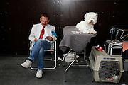 """Herr und Hund an der Hunderschau """"CaniBulle"""" im Espace Gruyère, 2008. © Romano P. Riedo"""