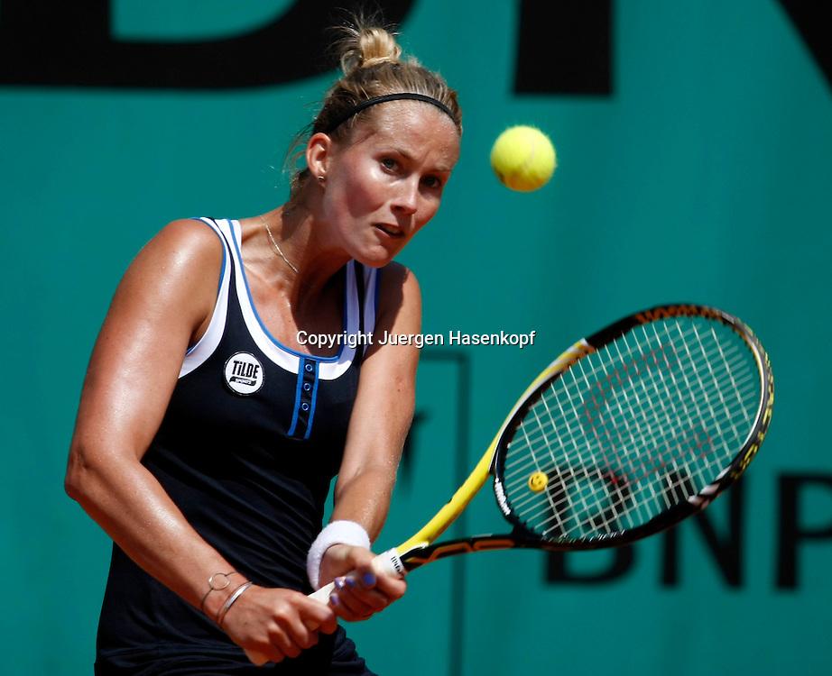 French Open 2010, Roland Garros, Paris, Frankreich,Sport, Tennis, ITF Grand Slam Tournament, ..Mathilde Johansson (FRA)..Foto: Juergen Hasenkopf..