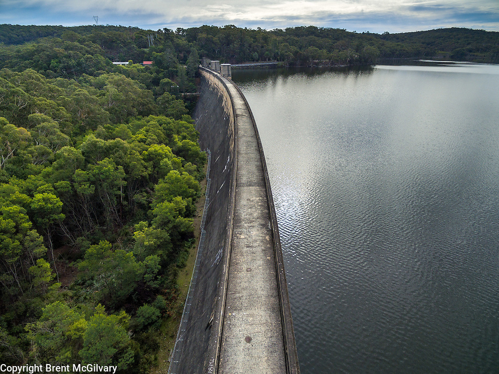 Cordeaux Dam is a curved dam with an unlined side spillway on the left abutment. It is 191 feet (58 m) high, 1,327 feet (404 m) long and holds 93,640 ML (2.060&times;1010 imp gal; 2.474&times;1010 US gal). Construction began in 1918 and was completed in 1926.<br />